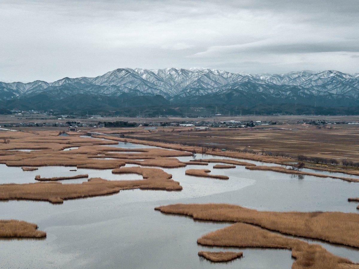 Niigata, Fukushimagata Lagoon, mountains