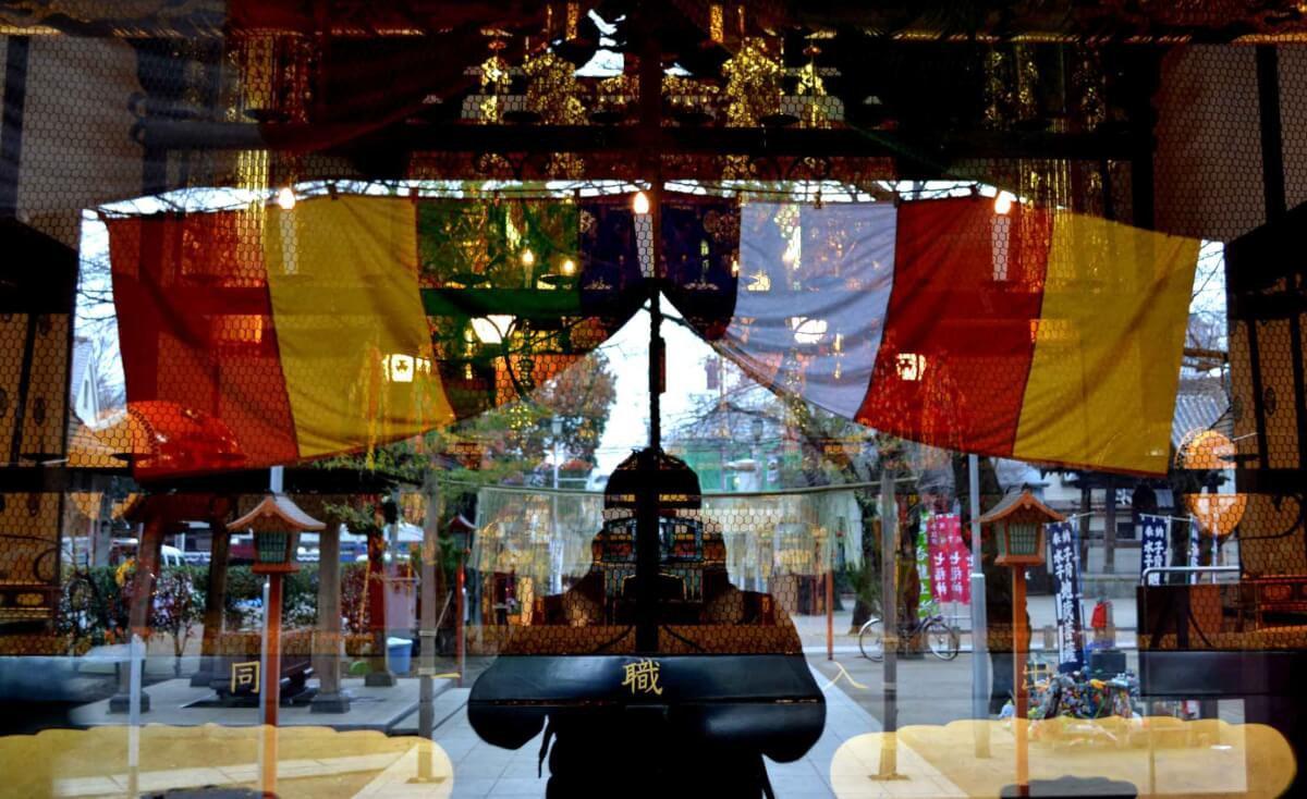 Selfie in shop window by Mehdi Fliss