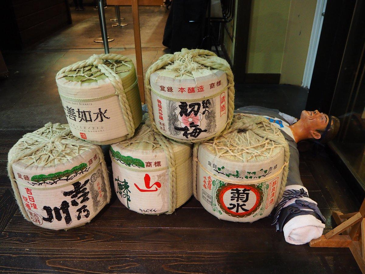 Niigata, Ponshukan Sake Museum, sake barrels