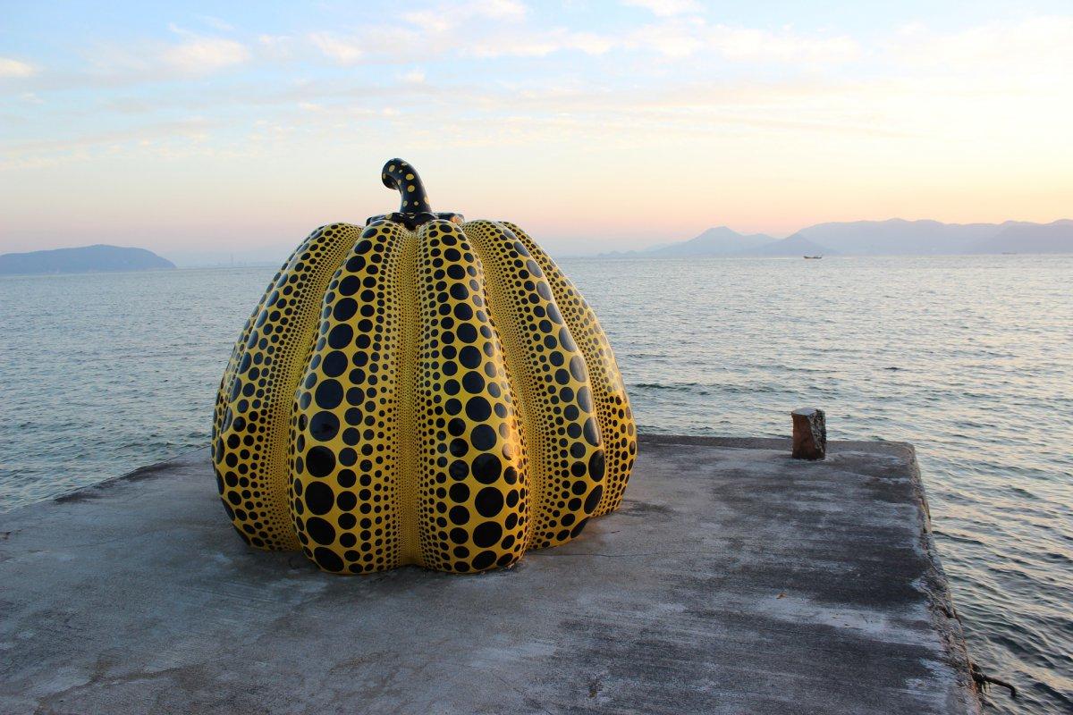 Yellow pumpkin Yayaoi Kusama Naoshima