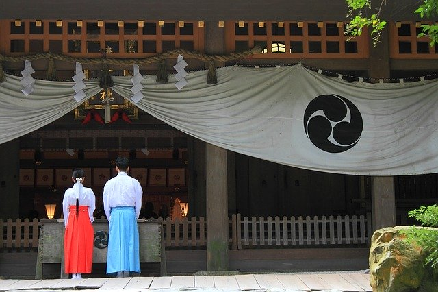 how to pray at a shrine